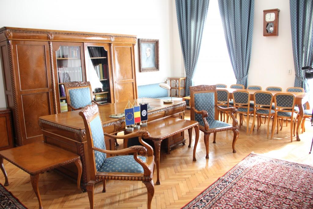 Birou din cadrul sediului central UBB / Foto: Dan Bodea