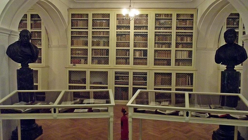 Mii de turiști vizitează anual Biblioteca Teleki,   majoritatea din Ungaria,   dar și din  alte țări.