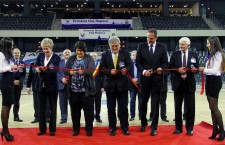 Eva Zorgo, Simona Richter, Mircea Barna, Ciprian Porumb şi Remus Cîmpeanu au fost invitaţi să taie simbolic panglica de inaugurare a Sălii Polivelente din Cluj-NApoca / Foto: Dan Bodea