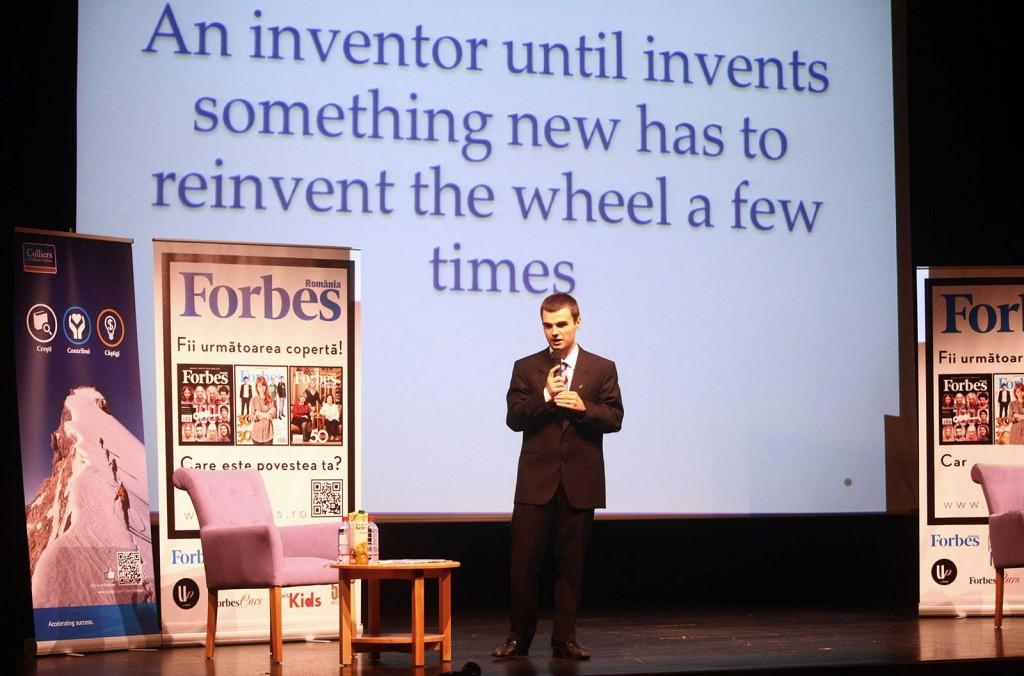 Până să inventeze ceva nou,   un inventator trebuie să inventeze roata de mai multe ori.