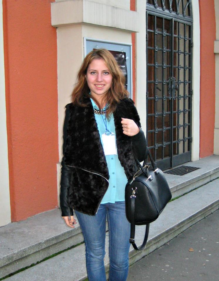 """""""Am văzut că diaspora Republicii Moldova e şi ea abordată. Nu sunt uitaţi oamenii care sunt în afara Moldovei. Deja se vede că această campanie e dusă la un nivel mult mai profesionist decât înainte. Şi votul nostru contează. Voi vota"""",   Marina Caracicovscaia,   elevă"""