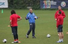 Francisc Dican (foto,   cu faţa) a fost numit antrenor interimar la CFR Cluj,   după plecarea lui Vasile Miriuţă /Foto: Dan Bodea