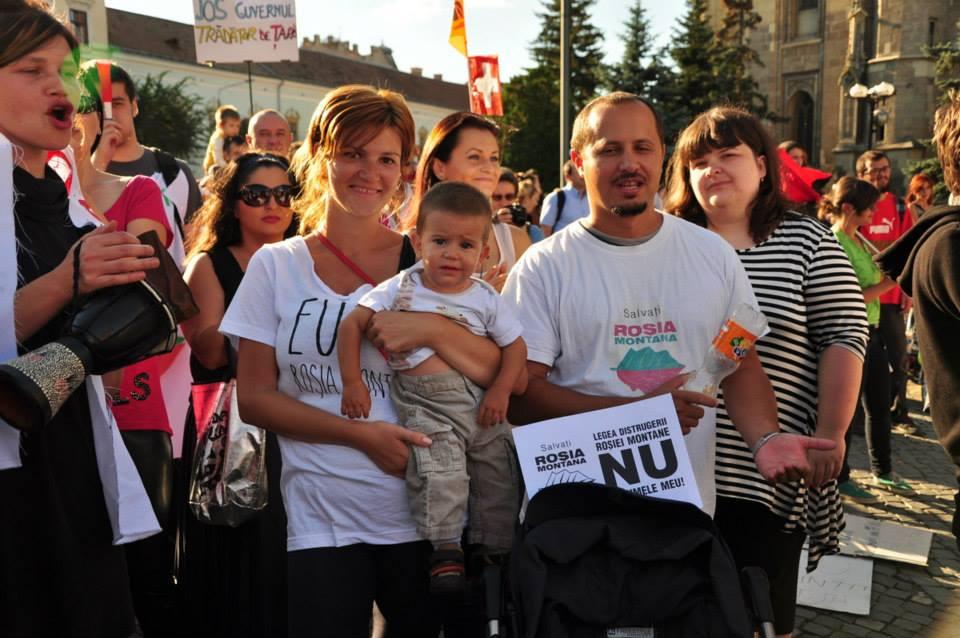 Raul C. Mureșan și familia,   la protest / Foto: cluj.info