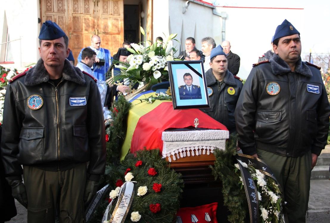 Funeraliile căpitanului medic Rareş-Cosmin Moldovan,   noiembrie 2014/ Foto: Dan Bodea