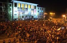 """Peste 10.000 de clujeni au protestat împotriva premierului: """"Ponta zice că Ardealul dezbină țara,   dar în realitate,   chiar el face acest lucru"""""""
