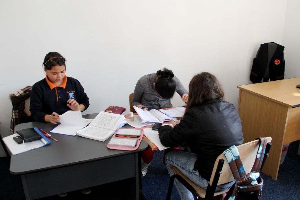 """Deși e vacanță,   în Centrul Comunitar """"Every Child"""" din Cluj-Napoca,   activitatea e în toi / Foto: Dan Bodea"""