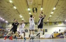 Opt înfrângeri din tot atâtea meciuri au adunat baschetbaliștii de la CS Universitatea în actualul campionat / Foto: Dan Bodea