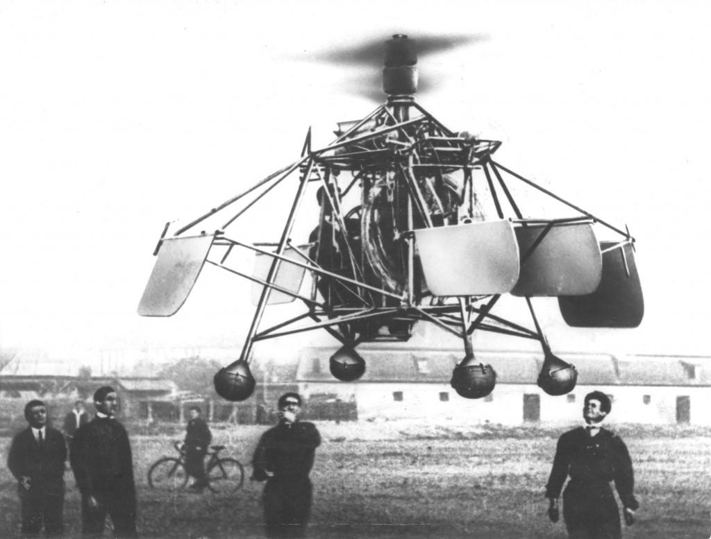 Elicopterul este un aparat de zbor motorizat cu aripă rotativă,   care îi permite decolarea şi aterizarea pe verticală; mişcarea şi susţinerea sunt asigurate de una sau mai multe elice,   care se rotesc în jurul unor axe verticale. Elicopterul are avantajul că poate ateriza pe un spaţiu mic,   spre deosebire de alte aparate de zbor,   şi că poate fi menţinut în aer,   într-un punct fix.