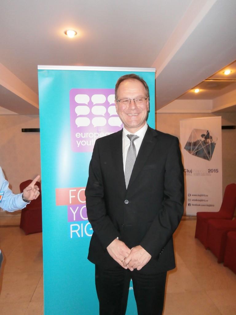 Comisarul European pentru Cultură,   Educație,   Tineret și Sport,   Tibor Navracsics .