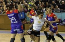 """""""U"""" Alexandrion a încercat să limiteze scorul din partida cu HCM Baia Mare,   pierdută cu 25-35,   în etapa a XIII-a a Ligii Naţionale / Foto: Dan Bodea"""