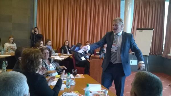 Brett Minchington,   în cadrul Employer Branding Summit,   Romania 2014,   care a avut loc la Cluj-Napoca.