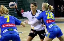 Florina Chintoan (foto,   la minge) face parte din lotul care va participa ]n luna decembrie la Campionatul European din Ungaria / Foto: Dan Bodea