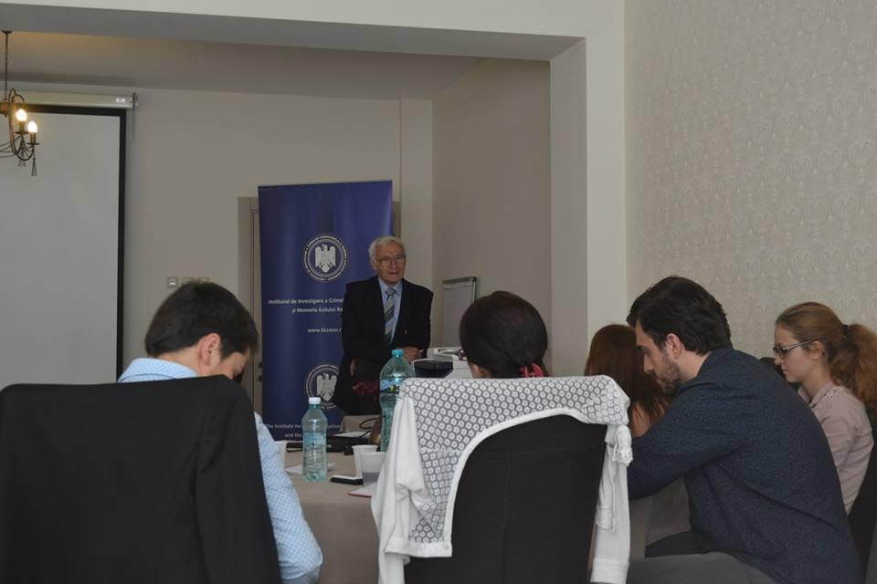 Octav Bjoza,   împreună cu studenții Universității de Vară de la Râmnicu Sărat
