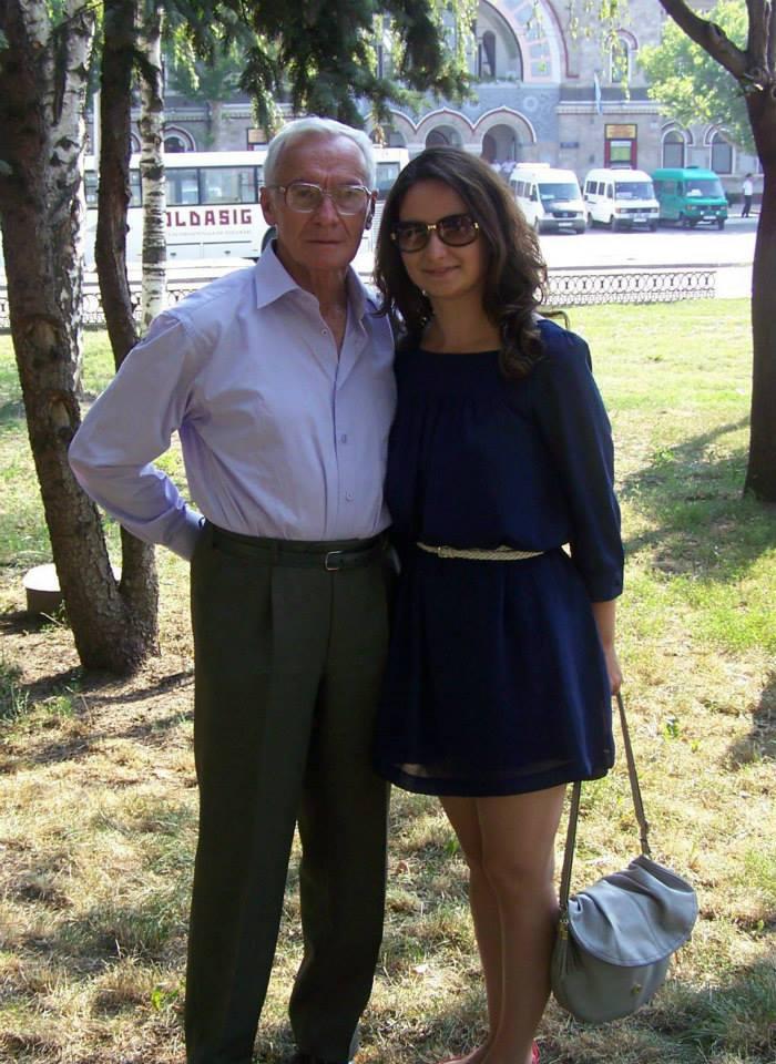 Octav Bjoza,   alături de nepoata sa,   Diana
