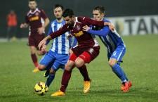 Giorgi Chanturia (foto,   la minge) a trimis mingea în bară,   dar nu a putut modifica scorul partidei CFR - CSU Craiova,   încheiată la egalitate,   scor 0-0 / Foto: Dan Bodea