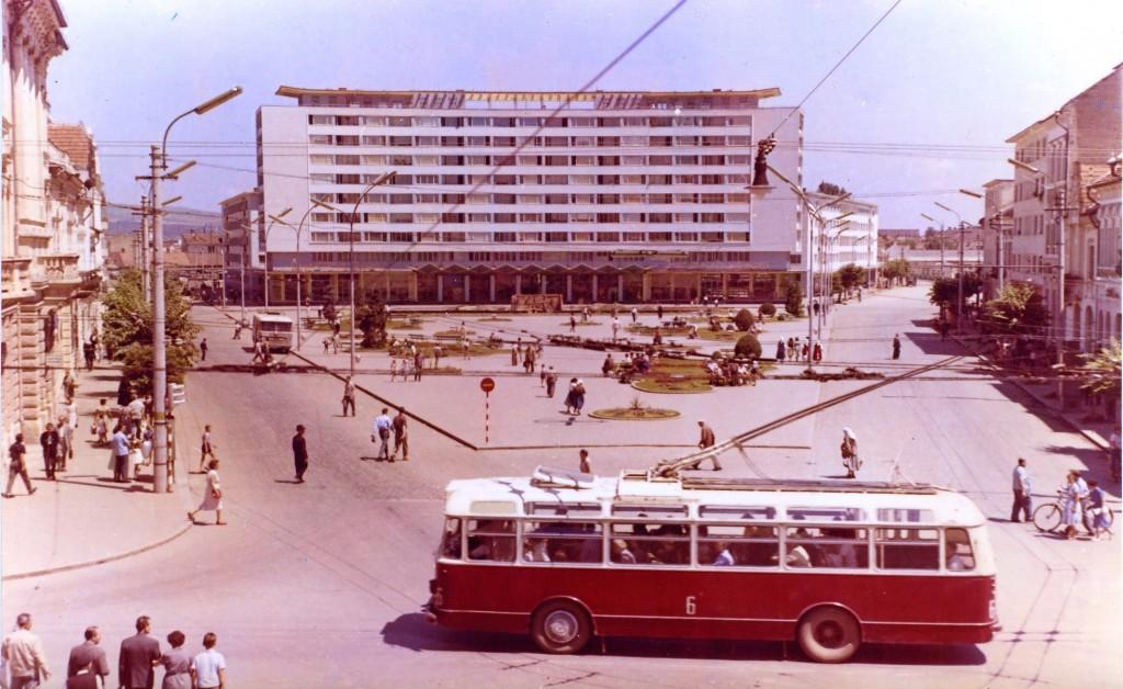 Troleibuz în Piața Mihai Viteazul,   1972.