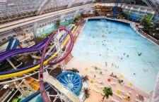 West Edmonton Mall este cel mai mare mall din America de Nord şi găzduiește cea mai mare piscină acoperită cu valuri artificiale din lume.