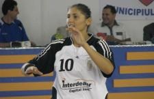 """Revenită în rândul """"tricolorelor"""" Florina Chintoan,   de la """"U"""" Alexandrion,   a marcat 5 goluri în dubla amicală cu Germania / Foto: Dan Bodea"""