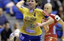 """Florina Chintoan de la """"U"""" alexandrion Cluj,   a marcat un gol pentru România în egalul (29-29) cu Danemarca la Campionatul European din Ungaria şi Croaţia / Foto: Dan Bodea"""