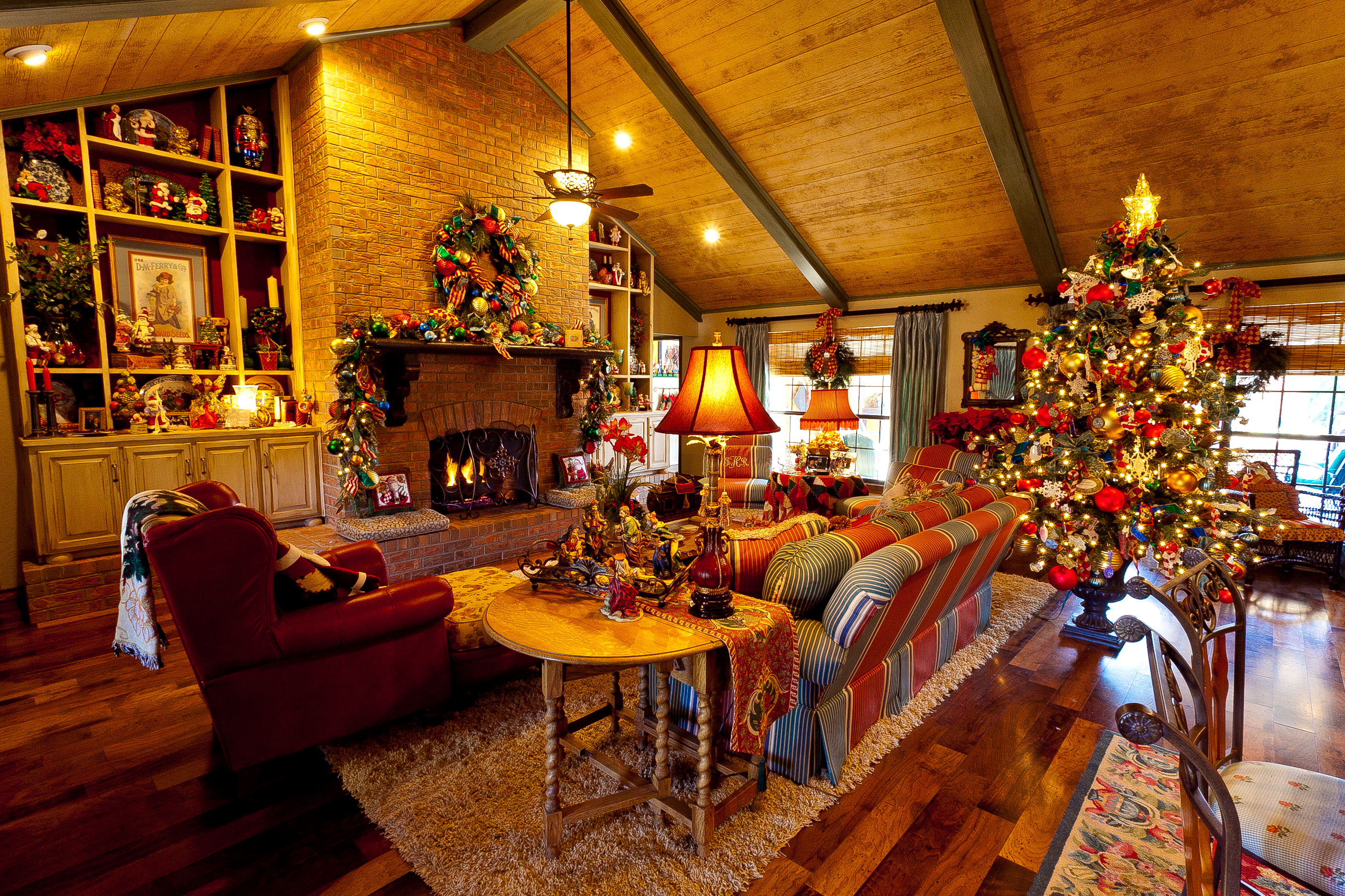 interior-inspiration-classic-country-french-home-christmas-living-room-decor-with-wooden-sloped-plafond-over-classic-living-sets-as-well-as-old-fireplace-in-attic-room-ideas-30-dazzling-christmas-liv
