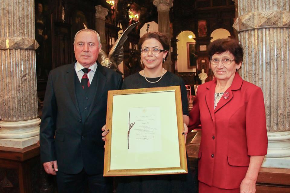 Felicia Tulai,   împreună cu părinții săi