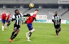 """Justin Mengolo (foto,   primul din stânga) a făcut cel mai bun meci al său în tricoul lui """"U"""" şi a marcat un hattrick în victoria cu scorul de 6-0 de la Piatra Neamţ / Foto: Dan Bodea"""