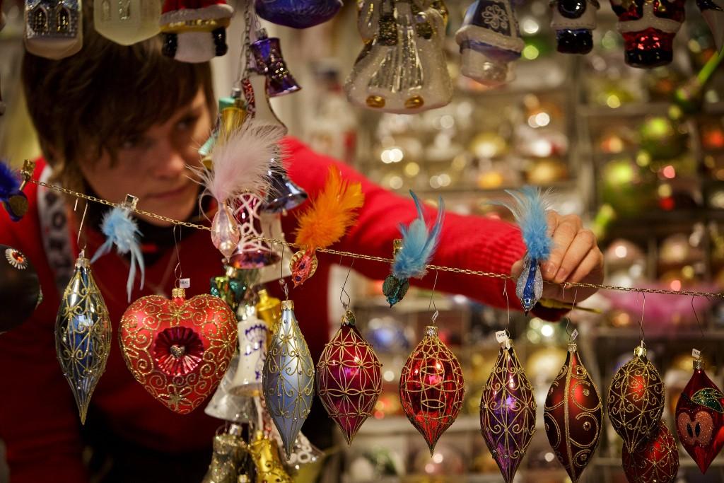 Începând cu mijlocul lunii noiembrie şi până la Crăciun,   cele mai frumoase locuri din Viena se transformă în fermecătoare pieţe de Crăciun.