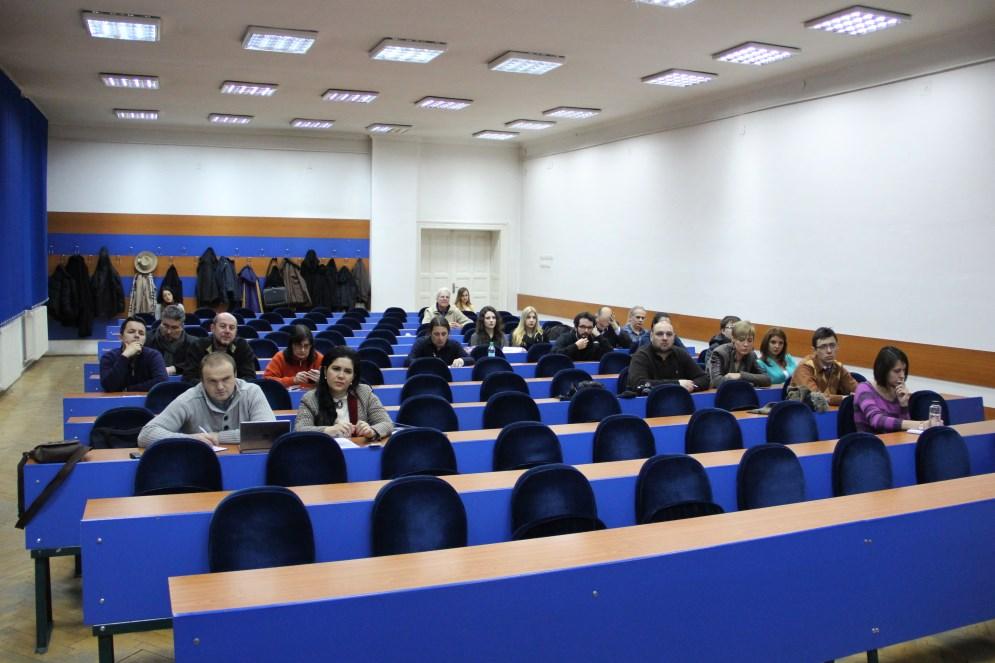 Dezbaterea a avut loc în Amfiteatrul Ferdinand al Institutului Francez  din Cluj
