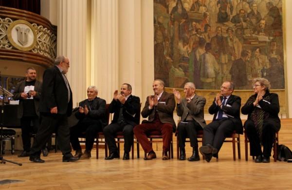Ion Mureșan,   la finalul discursului,   în aplauzele invitaților/Foto: Dan Bodea