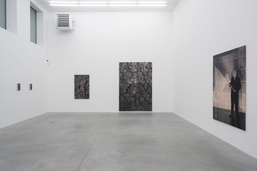 Still life (faţă) şi Iron Curtain (dreapta)/Foto: Zeno X Gallery,   Antwerp