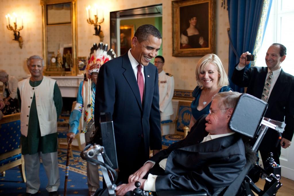 Stephen Hawking a ajuns şef al catedrei de matematică de la Universitatea Cambridge,   un post deţinut în trecut şi de Isaac Newton; a primit titlul de Comandor al Imperiului Britanic în 1982 şi este membru al Academiei de ştiinţe americane.