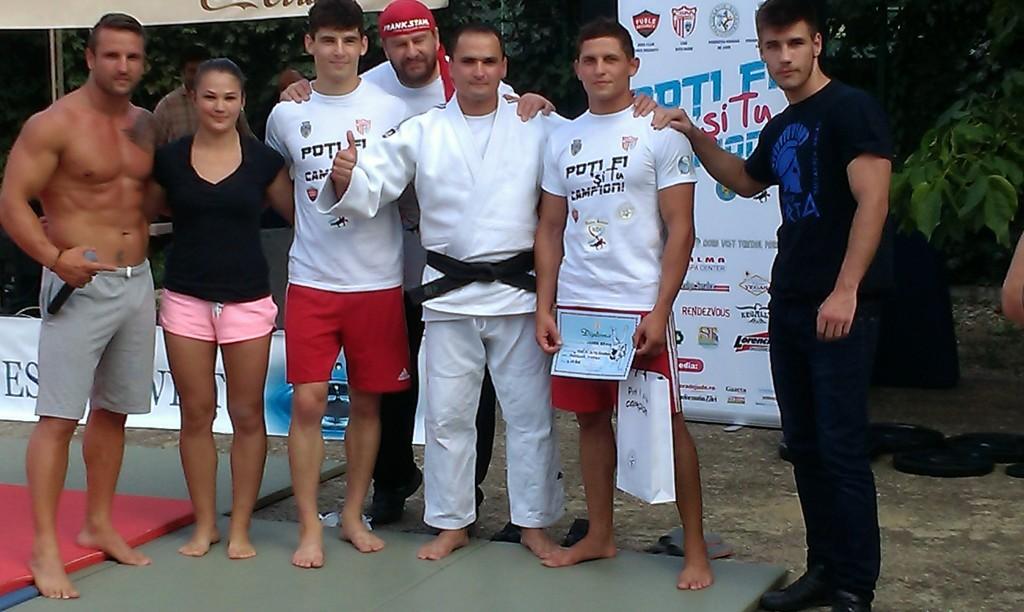 """""""Acele recorduri reuşite mi-au dat ideea promovării sportului la nivel de masă în toată țara. Am fost foarte bine mediatizat şi faptul că am realizat ceva în domeniul sportului m-a convins că pot să-i conving și pe alții să facă sport. Tot ce am realizat eu demonstrează că dacă îţi doreşti ceva cu adevărat şi visezi cu ochii deschişi,   visul tău se poate realiza"""",   Adrian Petre,   instructor de judo şi recordmen mondial la flotări în dosul palmelor."""