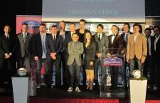 Ştefania Vătafu (foto, în centrul imaginii) a primit la sfârşitul acestei săptămâni pemiul pentru Cea mai bună jucătoare de fotbal din 2014