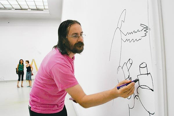 Artistul Dan Perjovschi/ Foto: craiova.ro