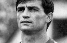 """Volumul """"Klein, căpitanul lui Lucescu"""", purtând semnătura jurnalistului și cronicarului sportiv Nicolae Staniuc, va fi lansată, duminică, la Hunedoara"""