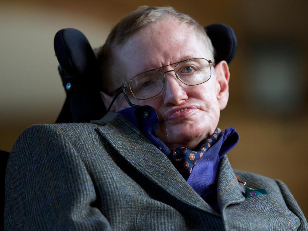"""Stephen Hawking a fost diagnosticat cu o maladie neuronală degenerativă (scleroză laterală amiotrofică) la vârsta de 21 de ani,   iar medicii i-au spus în acel moment că mai avea de trăit cel mult doi sau trei ani. Ajuns la vârsta de 73 de ani,   Stephen Hawking este unul dintre cei mai apreciaţi oameni de ştiinţă din lume,   fiind cunoscut pentru lucrările sale despre găurile negre şi pentru cartea sa """"Scurtă istorie a timpului"""" (""""A Brief History of Time""""),   devenită un bestseller internaţional."""