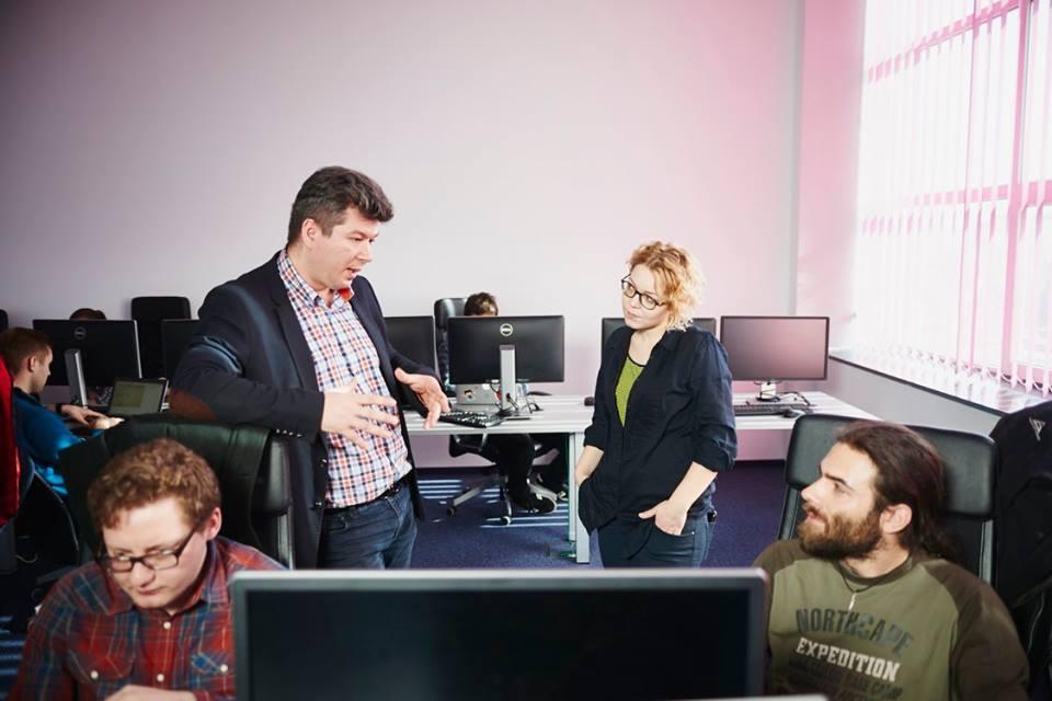 Bogdan  Herea,   directorul Academy + Plus,   Roxana Rugină și Victor Nițu / Foto: Nicolas Friess