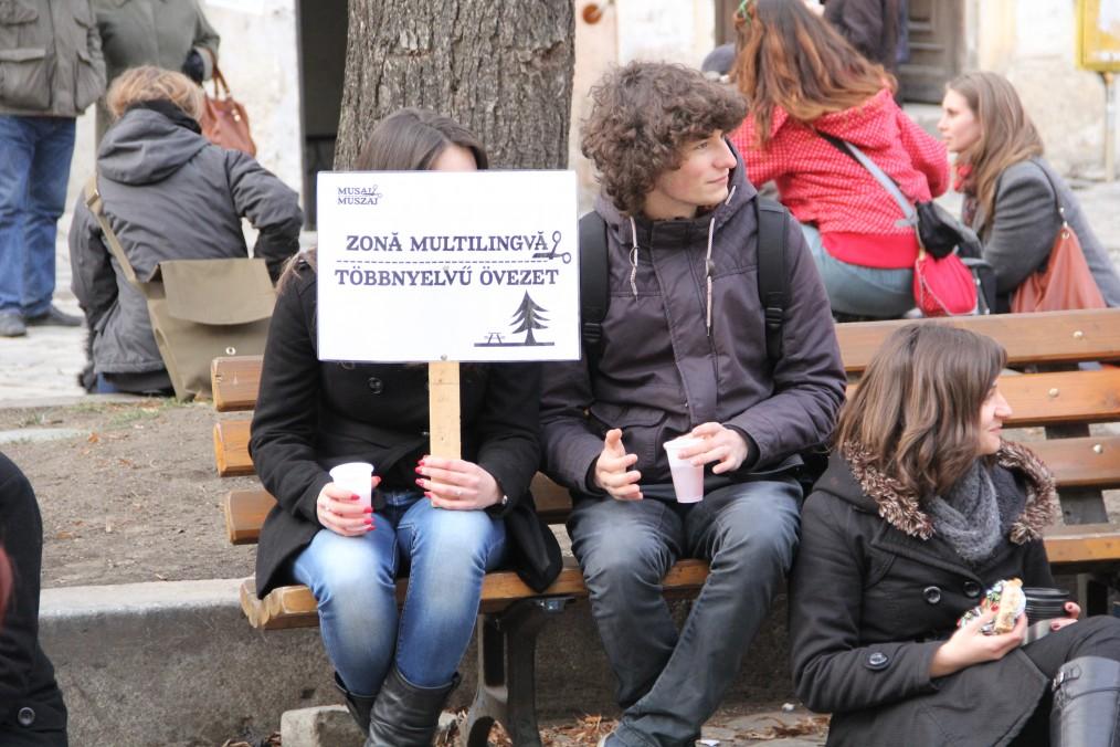 Zona picnicului e o zonă multilingvă / Foto: Dan Bodea