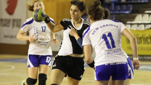 """Florina Chintoan a marcat 7 goluri în victoria echipei """"U"""" Alexandrion, la SCM Craiova, scor 29-26 / Foto: Dan Bodea"""