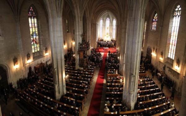 Slujba are loc într-o biserică catolică,   dar la ea participă și calvini și unitarieni / Foto: Dan Bodea