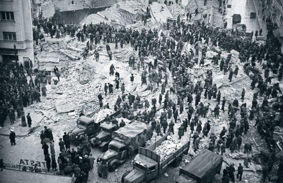 Şi pe 26 octombrie 1802,   în România s-a produs un seism cu magnitudinea de 7,  9 pe scara Richter. Cronicile vremii spun că atunci s-a rupt Turnul Colţei. Apoi,   seismul din 10 noiembrie 1940 a ucis în trei minute peste 1000 de oameni,   alte 4000 de persoane fiind rănite.