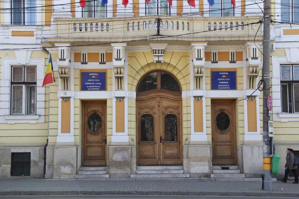 Primăria Cluj-Napoca nu beneficiază de rampă destinată persoanelor cu dizabilități motorii / Foto: Dan Bodea