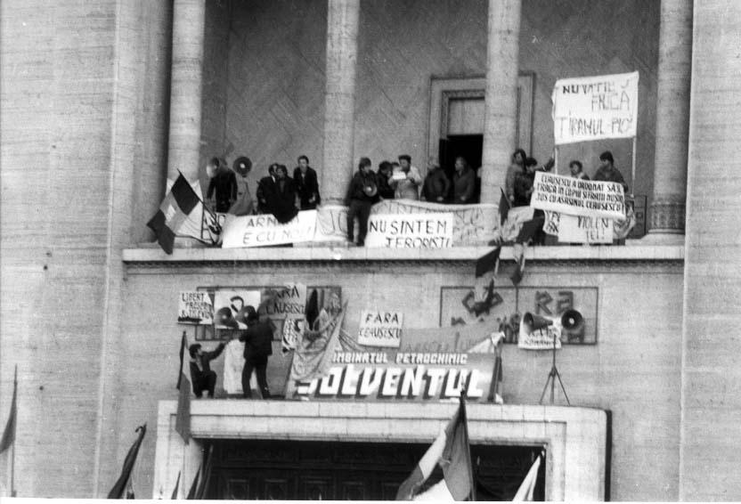 Proclamaţia de la Timişoara este,   de fapt,   un document puternic anti-comunist,   care dorea să reamintească faptul că Revoluţia nu dorise numai înlăturarea regimului Ceauşescu,   ci înlăturarea comunismului,   până la rădăcini.