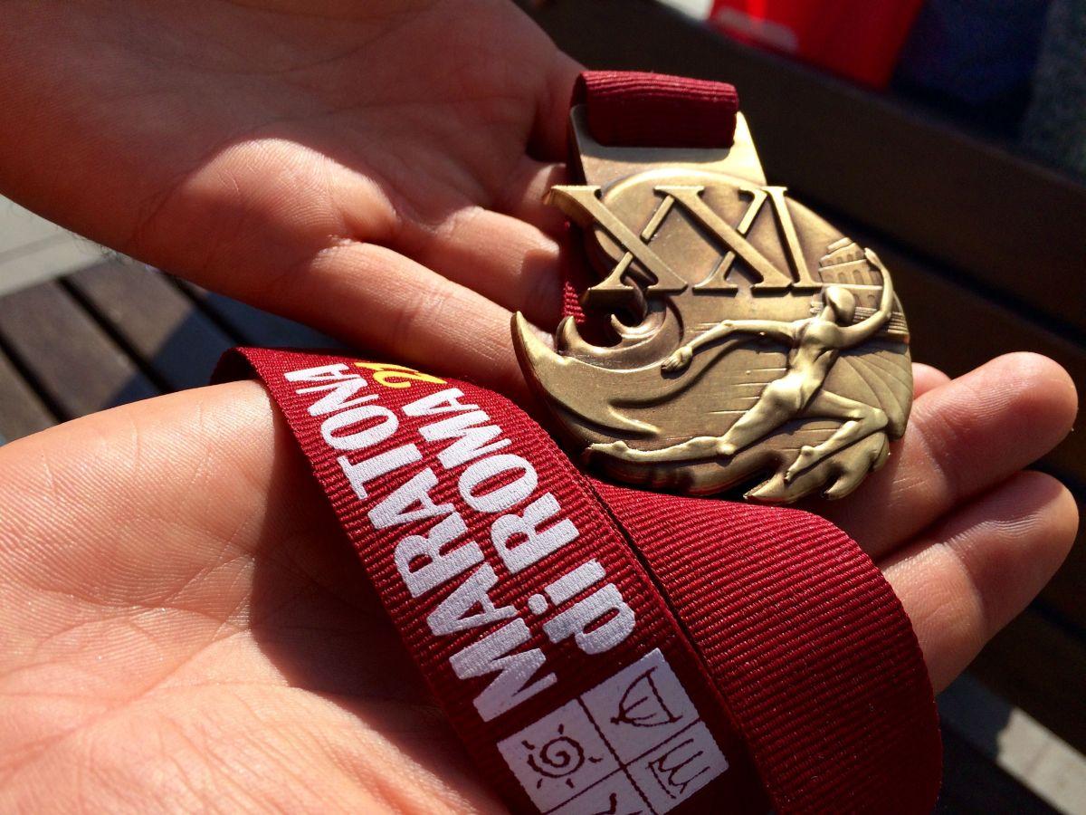 Medalia primită în urma participării la maratonul din capitala Italiei