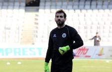 """Panagopoulos a ieşit prost pe o centrare,   în minutul 56 şi i-a dat posibilitatea lui Golubovic să înscrie pentru 2-0 în întâlnirea dintre CSMS Iaşi şi """"U"""" Cluj,   meci încheiat cu victoria moldovenilor / Foto: Dan Bodea"""