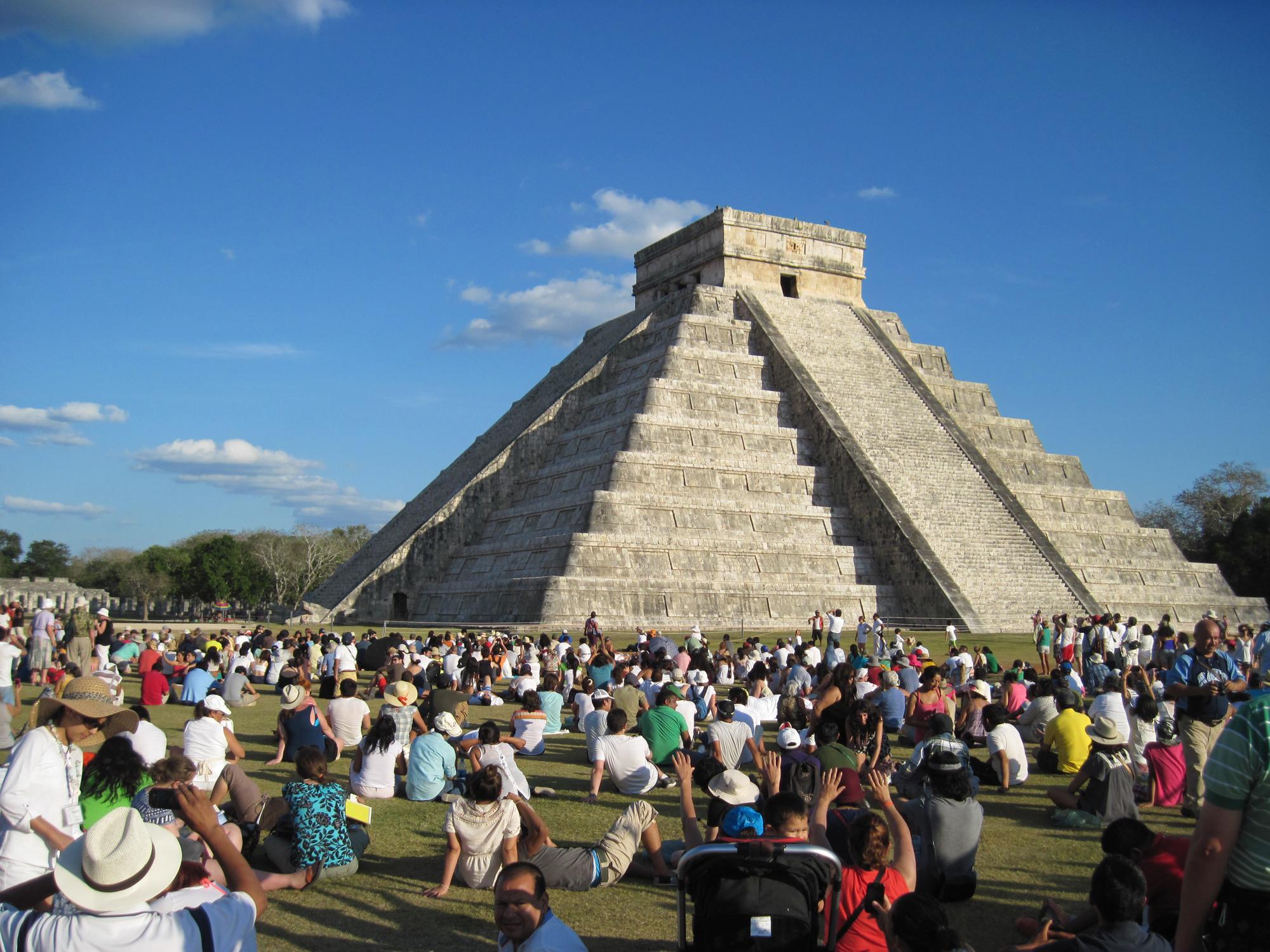 spring-equinox-effect-on-el-castillo-mayan-pyramid