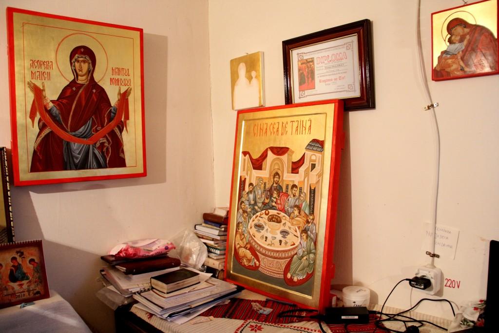 """În dreapta jos poate fi observată """"Cina cea de Taină"""",   lucrarea de disertație a mobnahiei Justiniana Kiraly / Foto: Dan Bodea"""