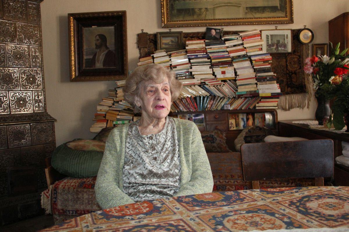 Deși a fost de 12 ori în Franța,   doamna Roșca niciodată nu și-a dorit să se stabilească acolo sau cu atât mai puțin în America,   pe care a vizitat-o în tinerețe/Foto: Dan Bodea