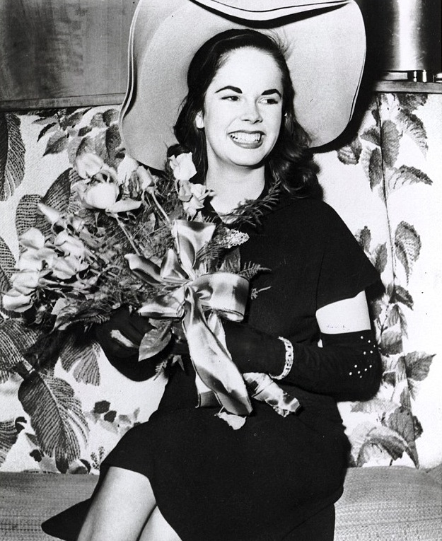 În ciuda diferenței de 36 de ani între ei,   Charlie Chaplin și Oona O'Neill au trăit fericiți împreună și au avut un mariaj care a durat 34 de ani,   până pe 25 decembrie 1977,   la moartea lui.