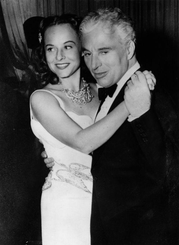 """Charlie Chaplin alături de a treia soție,   Paulette Goddard (alături de care a jucat în """"The Great Dictator"""")"""